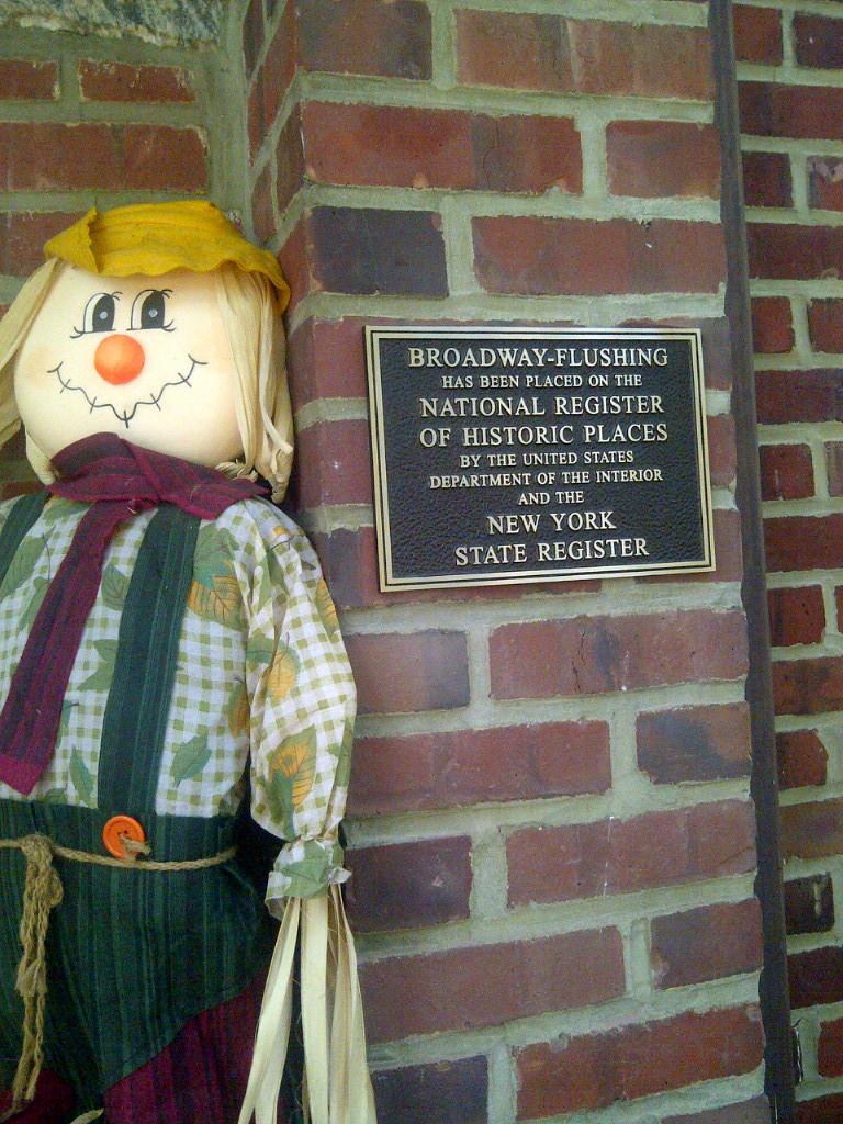 plaque-scarecrow